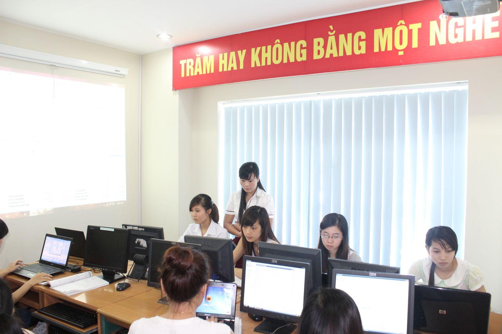 Hình ảnh lớp học thực hành tại Trung tâm kế toán Hà Nội